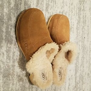 Preowned uggs clogs sheep fur lining wooden sz 9